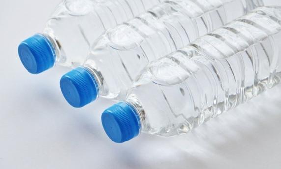水飲み_ペットボトル