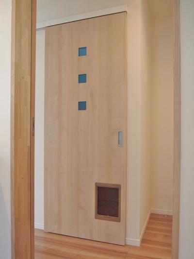 猫共生住宅ichineko階段の扉