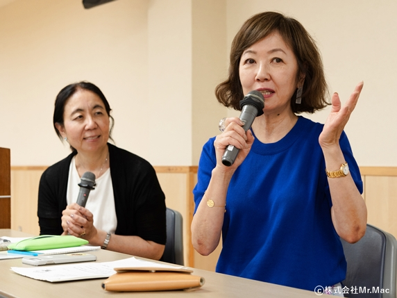 Mr.Macアカデミーでパネリストとして語る浅田美代子さん