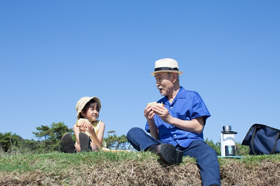 映画「駅までの道をおしえて」女の子と老人