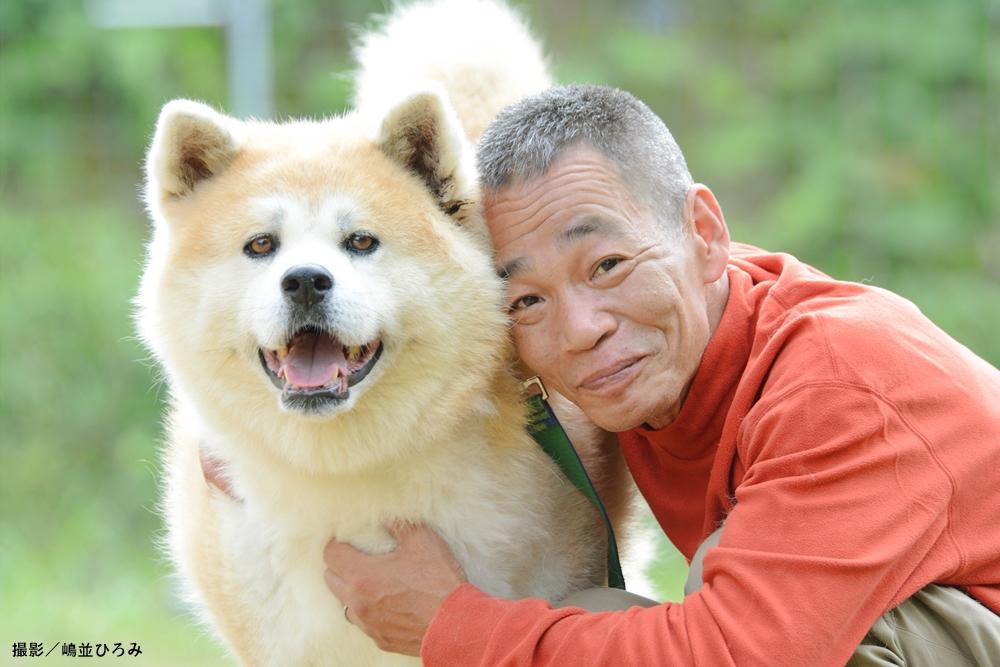北村紋義さん(ポチパパ)と愛犬の秋田犬